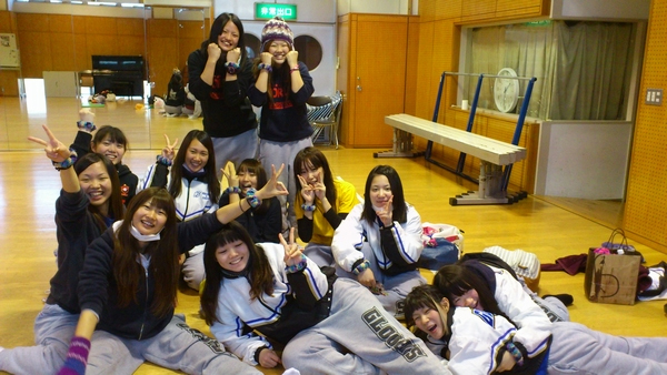 http://club.oiu.ac.jp/club/cheerleading/blog/earobi01.jpg